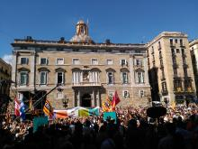 Dies abans del referèndum, a la Plaça Sant Jaume en la crida per la democràcia.